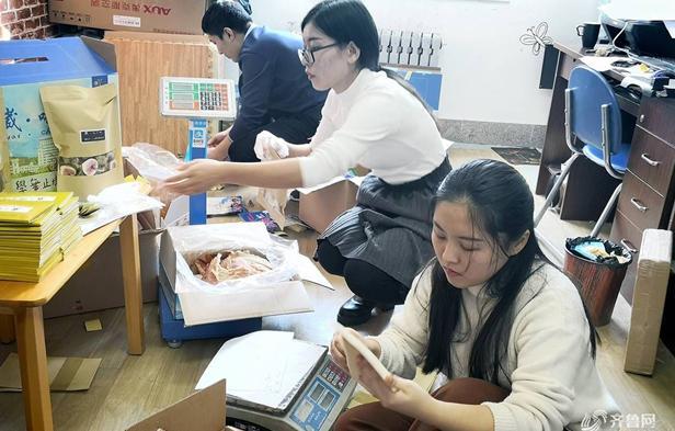 山东威海大学生脑洞大开,卖校园风光包装海鲜日入千元