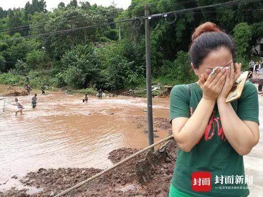 惨:暴雨洪水肆虐,145亩的塘鱼被冲走了,养鱼户损失上百万!